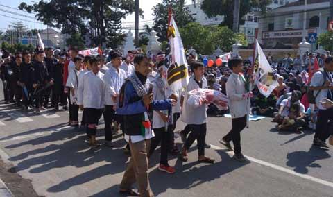 warga cirebon gelar aksi damai solidaritas palestina