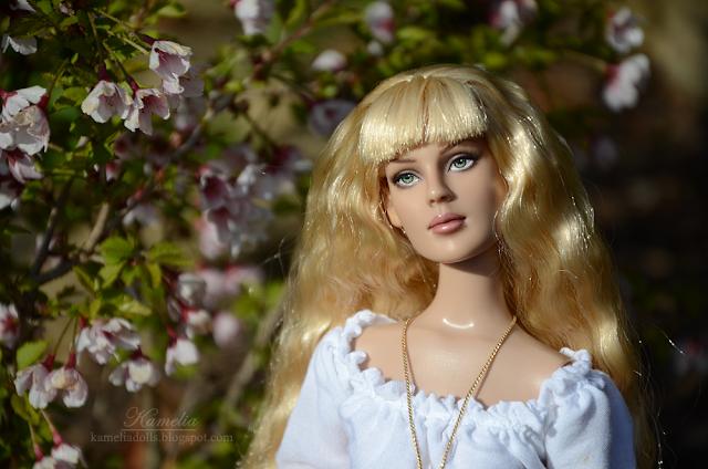 Rose Basic blond Tonner Doll