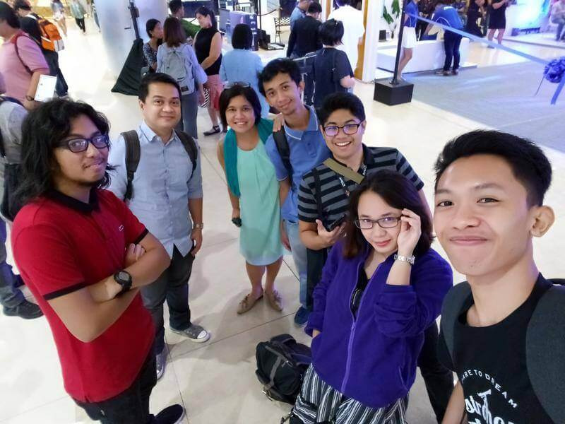 ASUS ZenFone Max Plus M1 Front Camera Sample - Group Selfie, Indoor