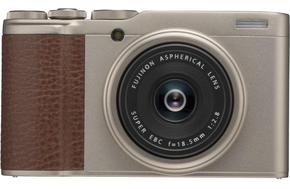 Камера Fujifilm XF10, золотистого цвета, вид спереди