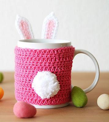 http://haakmaarraak.nl/free-crochet-pattern-easter-bunny-mug-cozy/