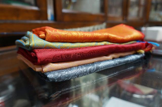Menawar harga kain sutra di sudder street