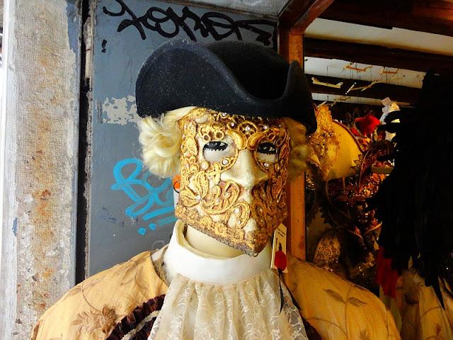 Show must go on. Karneval se nesmí přerušit, Benátky průvodce, Benátský karneval, kam v Benátkách, historie Benátek, Benátky památky, masky, maska Bauta,