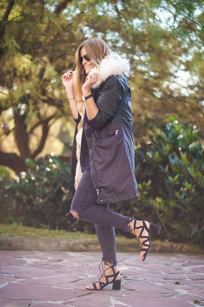 Parka,streetstyle, Es cuestión de estilo.Lucía Díez, Personal Shopper,Sandalias y abrigo ,estilo,Daniel Wellington,San Sebastian, Donostia.,Parka Pelo