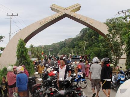Jembatan Ambruk, Appabatu Jadi Tontonan, Warga Selayar