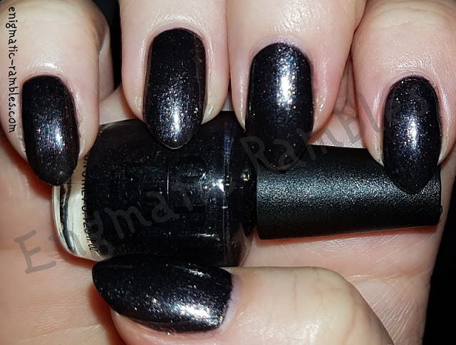 Swatch-OPI-Top-The-Package-With-a-Beau