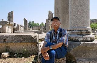 Mukarram-Jah-posing-near-old-Roman-ruins