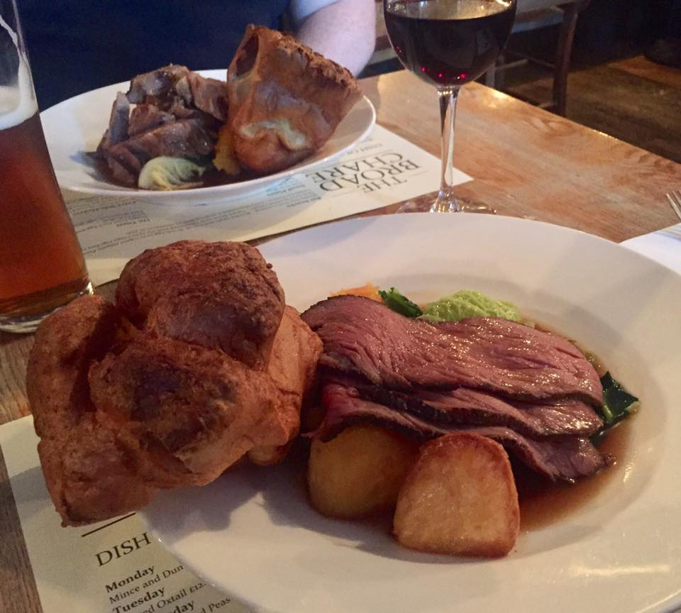 Sunday Lunch at The Broad Chare Pub, Newcastle Quayside | A Review - Roast beef Sunday dinner and homemade yorkshire pudding