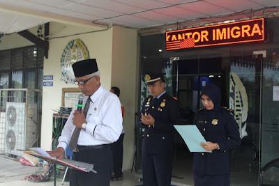 Plt. Kemenag Tanjungbalai Pimpin Doa Upacara Hari Bhakti Imigrasi Ke 67 Tahun 2017