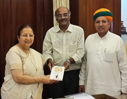 Prime Point Srinivasan (centre) hands over the 100th edition of ezine PreSense to Smt. Sumitra Mahajan (left).  Shri Arjun Ram Meghwal MP (right) looks on