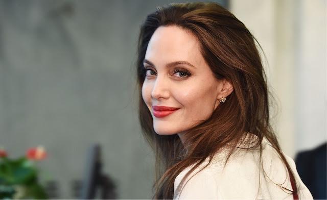 Angelina Jolie e Brad Pitt em evento no Museu de Arte Moderna em Nova York, há um ano