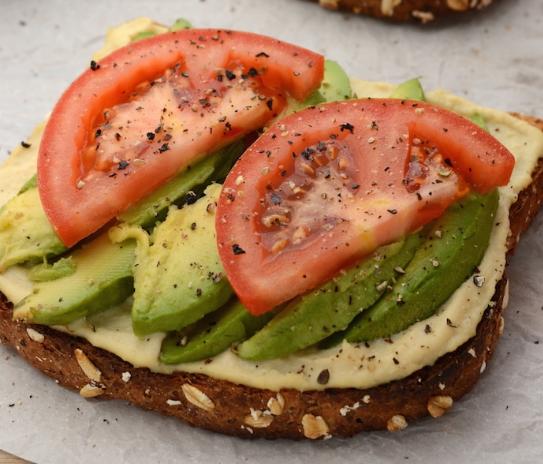 HUMMUS AND AVOCADO TOAST #diet #avocado
