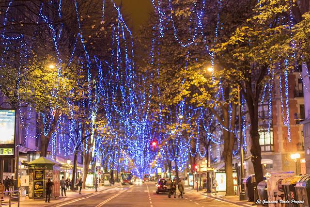 Iuminación N93idad en Gran Vía - Bilbao por El Guisante Verde Project