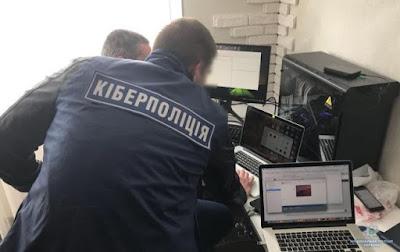 Силовики нагрянули до офісу забороненої Компартії України