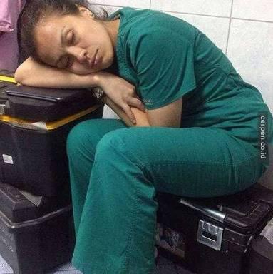 Perawat-terlelap-lelah
