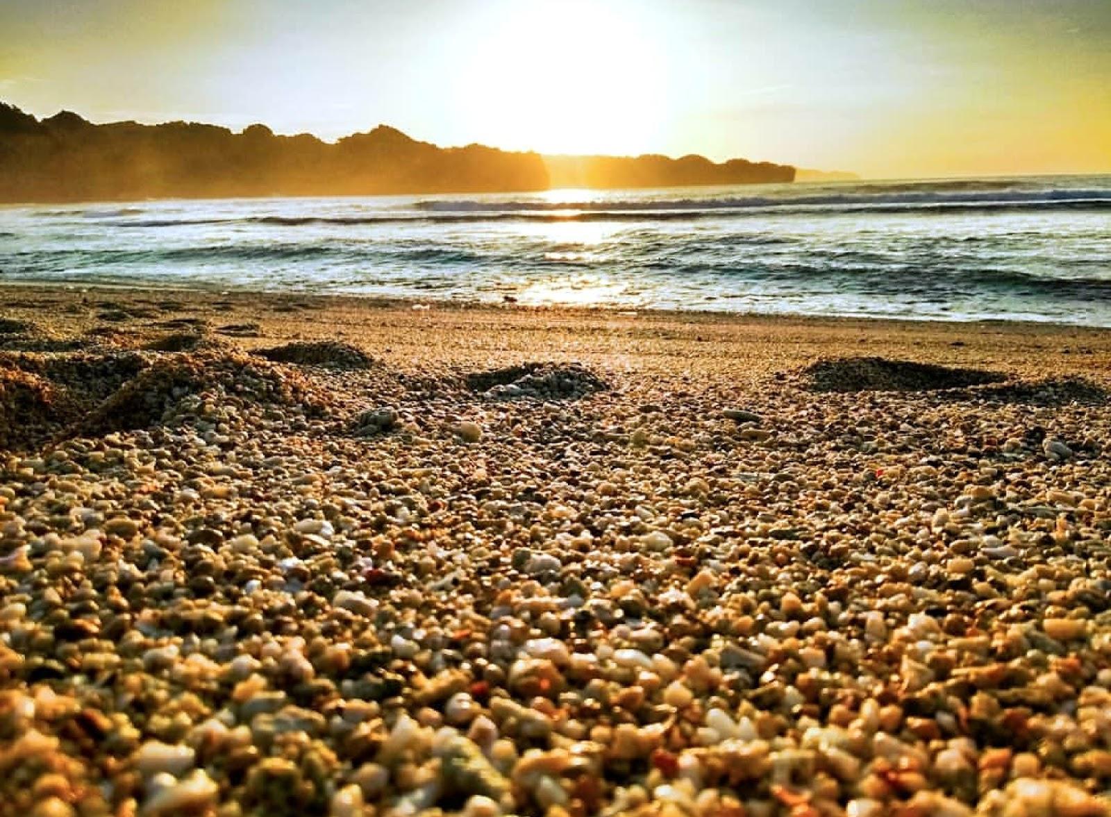 11 Gambar Pantai Srau Pacitan Jawatimur, Rute dan Penginapan