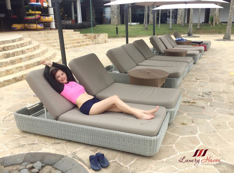 singapore travel blogger bintan lagoon resort poolside
