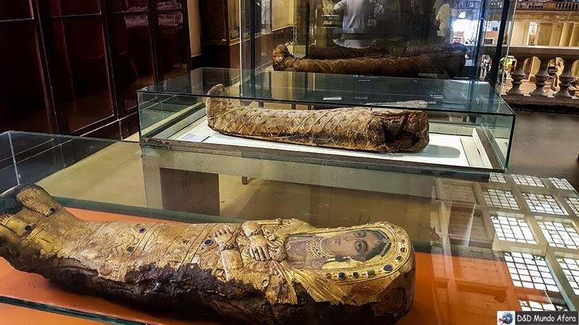 Sarcófagos no Museu do Cairo, Egito