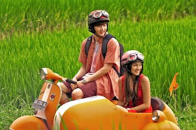 Thunder dan Caitlin Halderman bermain dalam Film Forever Holiday in Bali