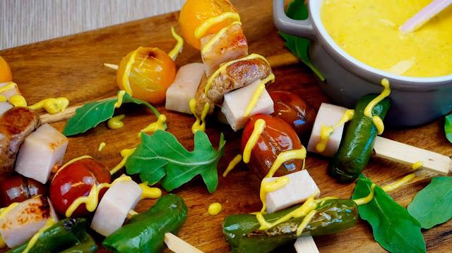 brochetas de pavo con mayonesa de curry fácil