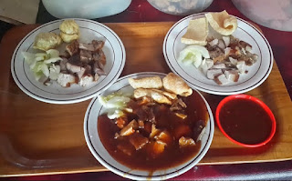 http://www.teluklove.com/2017/01/daya-tarik-wisata-kuliner-siobak-babi.html