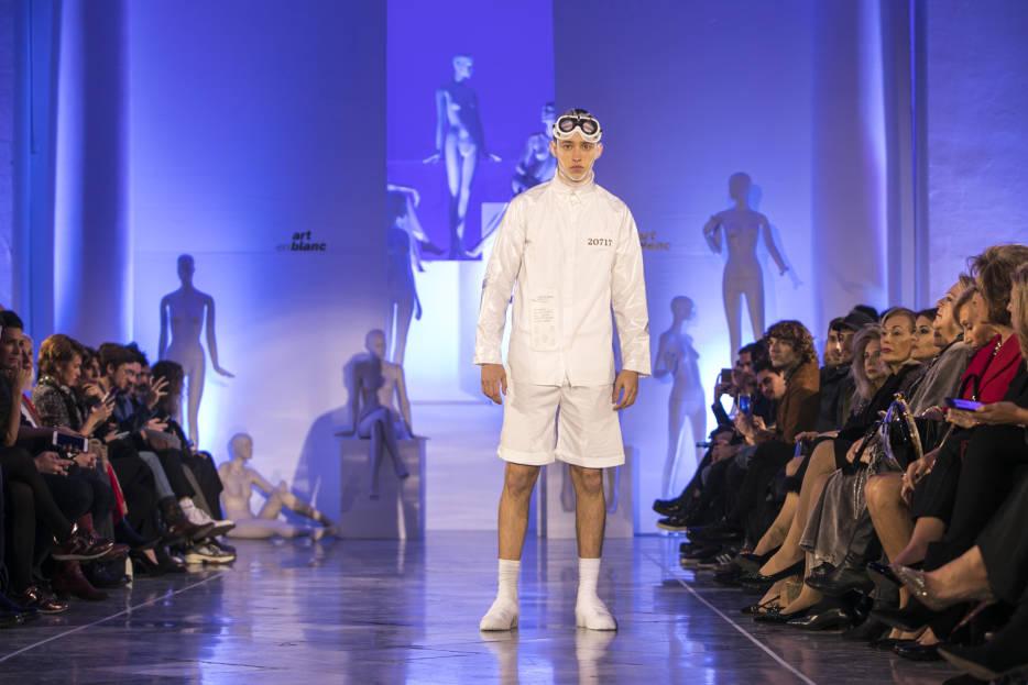Lienzo en blanco para la Moda Valenciana | Espacio para la ...