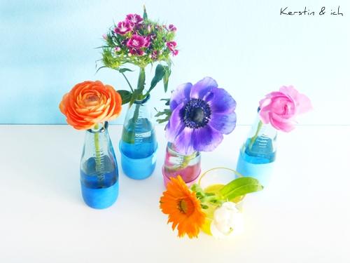 DIY-Vasen mit bunten Blumen Frühlingsdeko