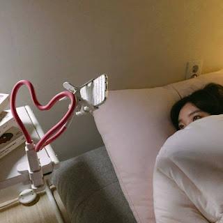 Un gadget que te permitirá disfrutar al máximo de tu teléfono móvil en la cama