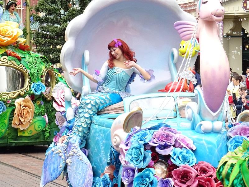 Ariel en sirène pendant la parade
