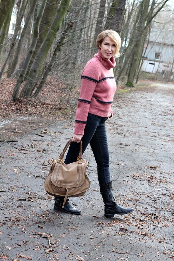 Rollkragen-Pullover, Jeans und Fiorentini Baker Stiefel