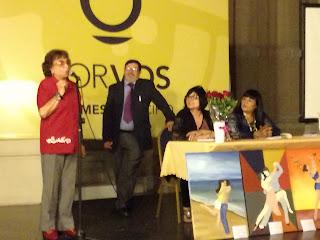 """Libro """"Entre plumas y pinceles"""" de Arjona Delia"""