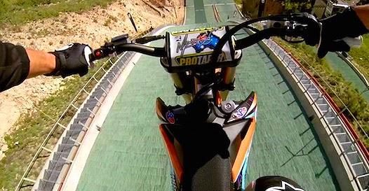 Motocross em pista de esqui