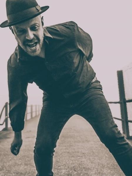 """""""Entrelaços"""" é o mais novo single de Johnny Monster"""