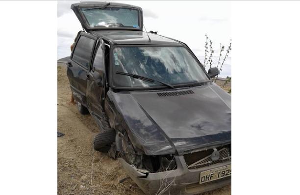 Veículo que transportava  pacientes de Olivença para tratamento de hemodiálise capota em acidente na BR 316