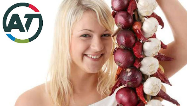 Tips to Overcome Hair Loss and Dandruff With Onion Juice