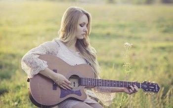Wallpaper: Girl Playing at Guitar
