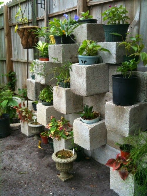 Garden Design Ideas: Block Wall Garden
