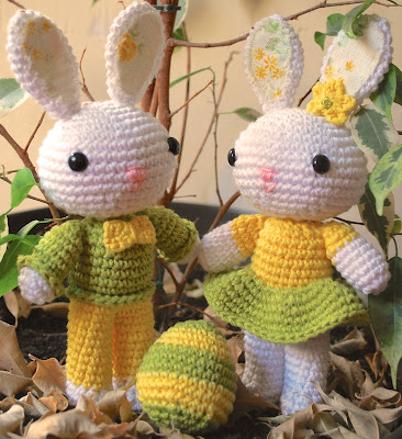 Conejos de Pascua de amigurumi