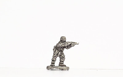 KBR29   Winter kit, standing, firing rifle