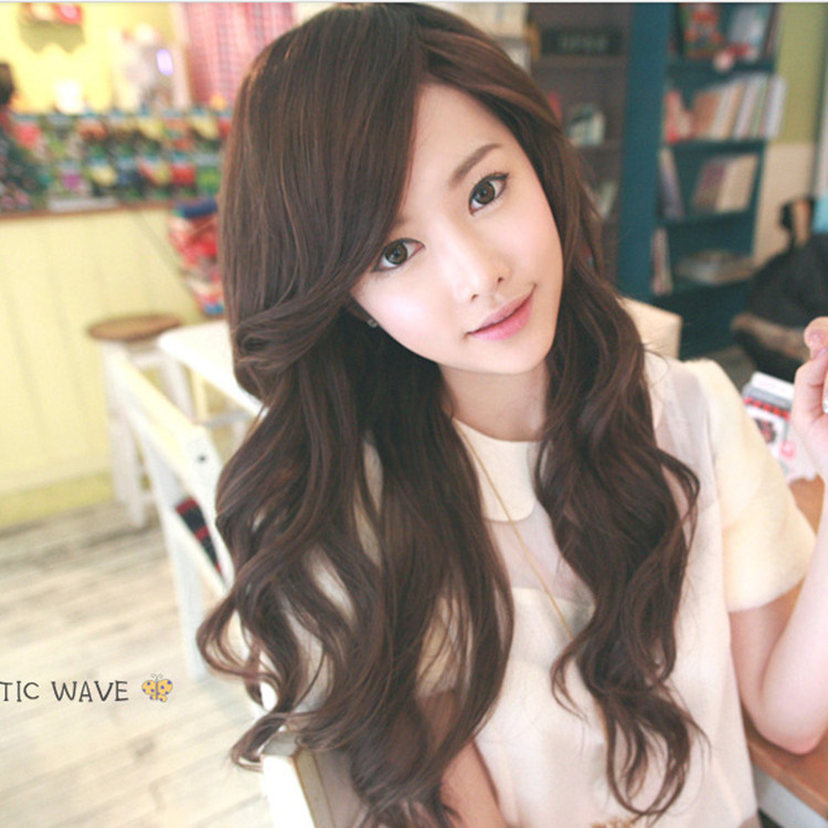 Model Rambut Wanita Belah Samping