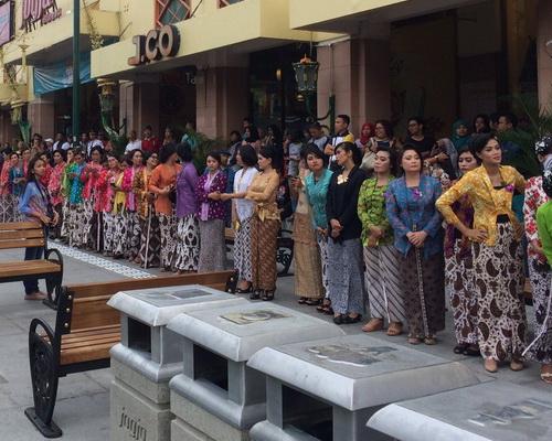 Tinuku.com Malioboro renewal program in Yogyakarta put aluminum on floor to help visually impaired navigate way