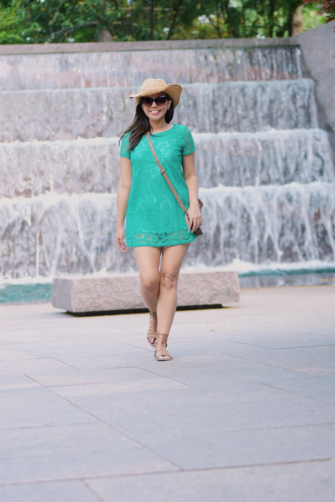 Green Lace Dress by Mari Estilo Wearing: Dress: LightInTheBox Sandals: Charlotte Russe Bag: Romwe