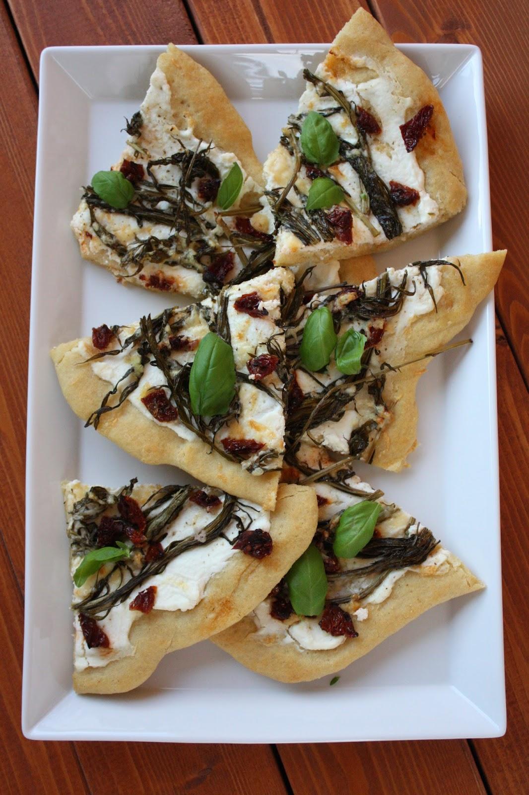 pizza horsmapizza maitohorsmapizza horsma maitohorsma resepti villivihannes villiyrtti valkoinen pizza