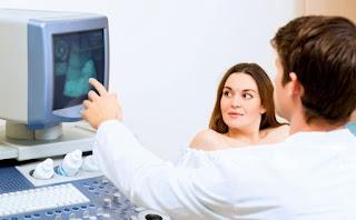 متى يظهر الجنين في كيس الحمل؟