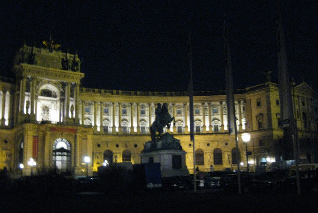 Wien - Hofburg abends
