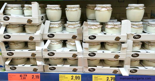 yogur búlgaro en el supermercado