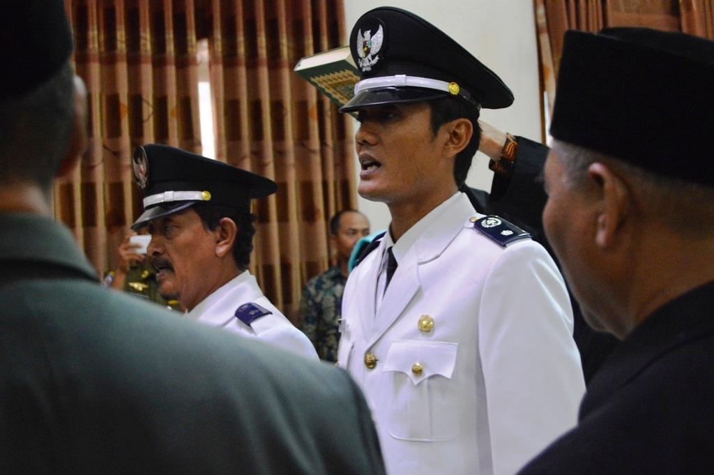 Bupati Kebumen Lantik Kades Kemukus dan Wirogaten Hasil Pilkades PAW