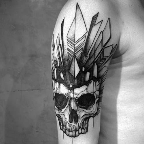 erkek üst kol geometrik kuru kafa dövmesi man upper arm geometric skull tattoo
