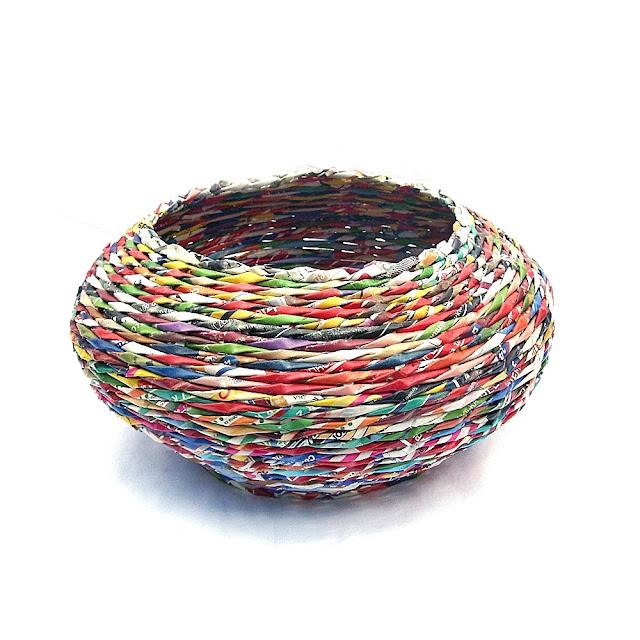 pleciony kolorowy koszyk