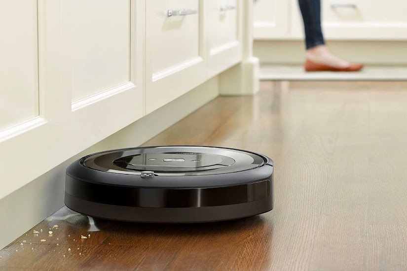 Robot aspirador Roomba e5 aspirando